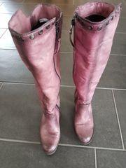Pinkfarbene Damenstiefel für den Winter