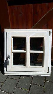 Fenster aus Holz mit Sprossen -