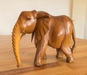 Elefant aus Massivholz