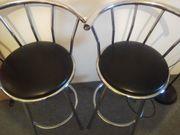 2 Barhocker mit drehbarem Sitz