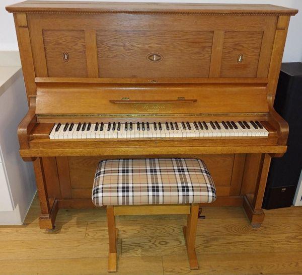 Schönes Scheck Klavier zu verschenken