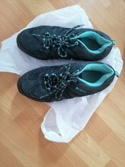 Verkaufe wasserfeste Schuhe guter Zustand
