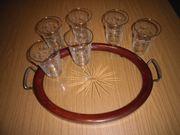 Gläser mit dekorativem antikenTablett