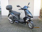 Eleganter 50 ccm Motorroller