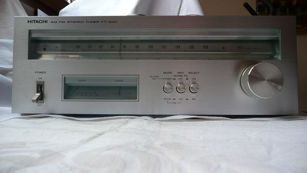 Hitachi FT-340 AM-FM Stereo Tuner