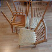 4 Stühle aus Holz