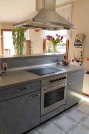 Hochwertige Einbauküche mit Kochinsel und