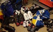 Eishockeyausrüstung verschiedene Teile