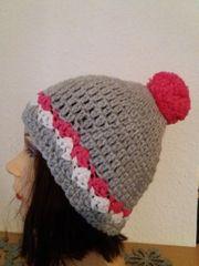 Mütze Handmade mit Bommel