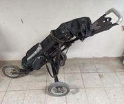 Golftrolley mit Golfbag Golfschlägern und