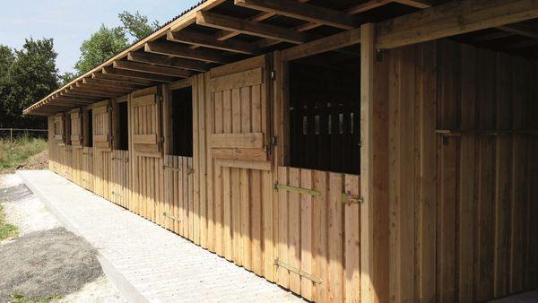 Pferde Außenboxen- Weidehütten mobiler Massivbau