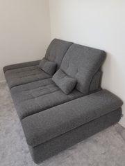 Sehr gut erhaltenes Sofa