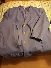Neuwertige Kleidung