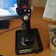SAITEK X52Pro Joystick mit Schubregler
