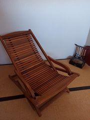 Edler Liegestuhl aus Holz im