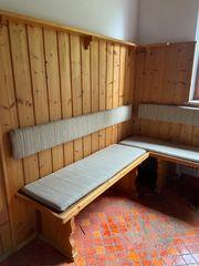 Eckbank in L-Form aus Holz