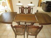 Essgruppe Tisch m sechs Stühlen