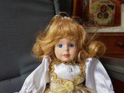 sehr schöne Puppe mit blonden