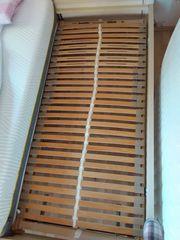 Dunlopillo - Holz-Lattenrost mit einer Matratze
