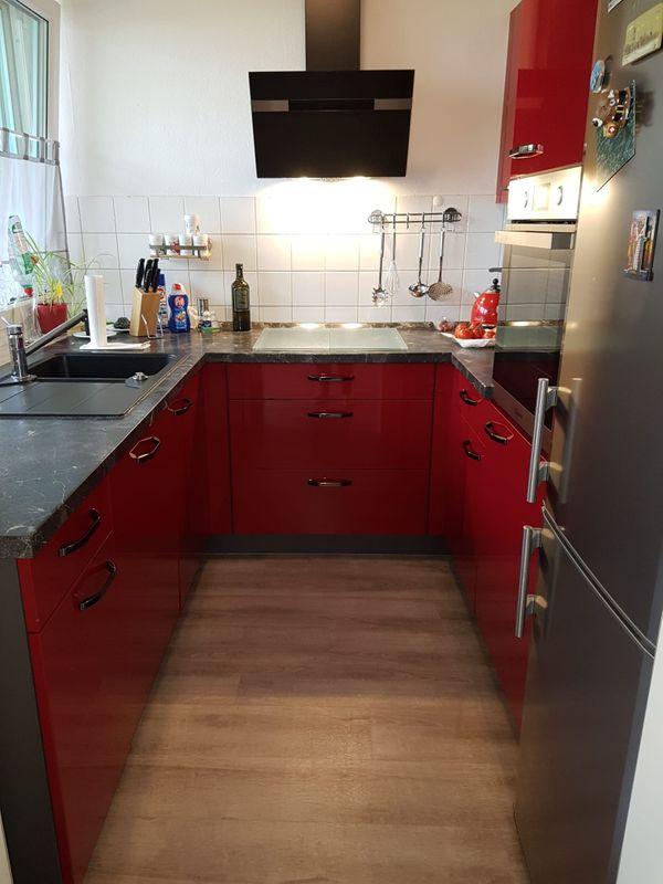 Küche U-Form rot Hochglanz mit allen Geräten nur 4 Jahre alt