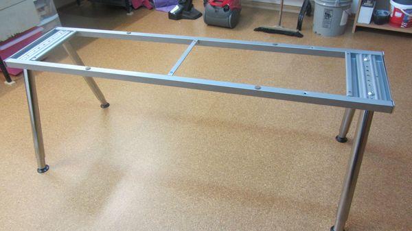 Stabiles Schreibtisch-Untergestell aus Metall IKEA