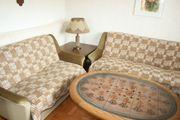 Sofagarnitur mit Tisch sowie Tisch-