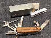 Victorinox EvoWood S557 Taschenmesser 2