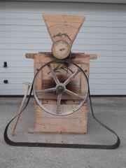 Getreidemühle Bruchmühle Hühnerfutter Handmade Schrotmühle