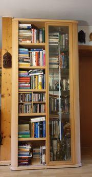 Vitrine mit Bücherregal