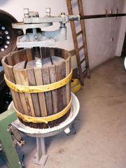 Weinkelter und Trauben Kernobstmühle motorisiert