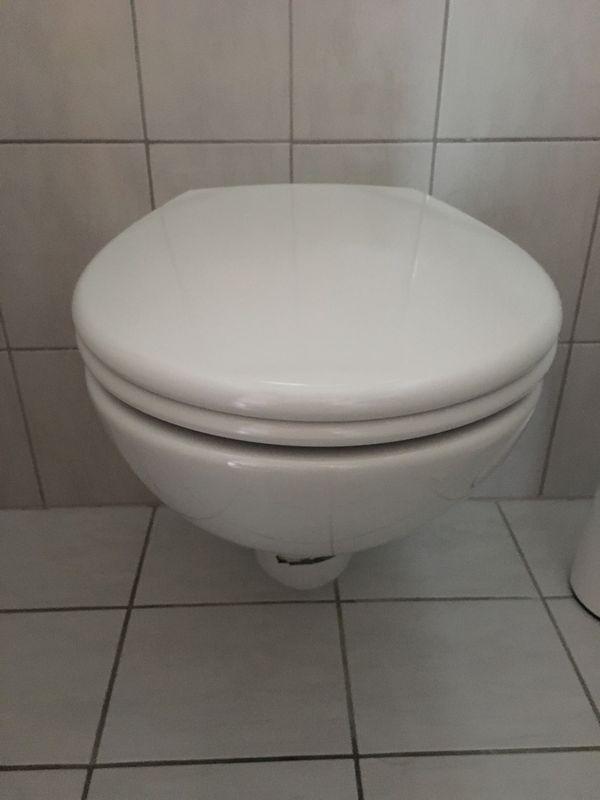 Gäste WC, Hänge WC, Brille, Waschbecken, Armatur, Siphon, weiß in ...