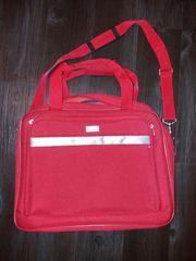 Rote Tasche auch zum Umhängen