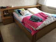 Doppelbett mit Überbau