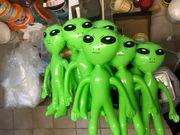 9 kleine Aliens suchen ein