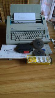 Elektronische Schreibmaschine von Triumph-Adler mit