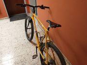 Gelbes Mountainbike