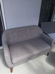 Kleines gemütliches Sofa