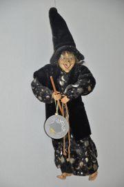 Hexe auf Besen riesig beeindruckende