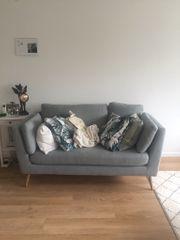 Schönes Skandi Sofa von Hoeffner