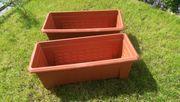 2 Kunststoff-Blumenbehälter