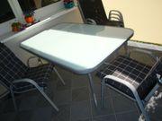 Garten Tisch mit Stühle