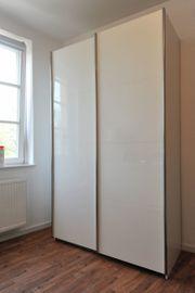 verkaufe neuwertigen kleiderschrank wegen Wohnungs