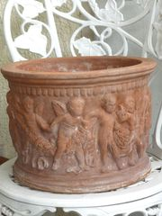 Übertopf Terrakotta gebrannt mit Puttis