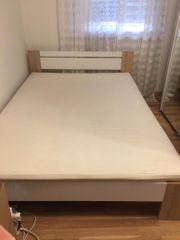 Neuwertiges Set aus Bett Rost