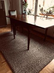 Wunderschöner Tisch mit Intarsien
