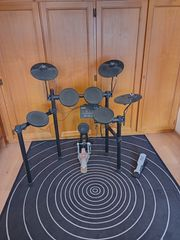 Verkaufe E-Schlagzeug YAMAHA DTX402K