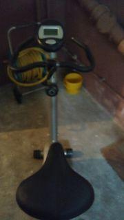 Hometrainer Fahrrad und Hantelbank