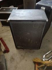 Mehrere große Lautsprecher Dynacord D350