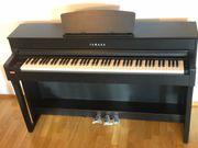 YAMAHA CLP-635B Klavier Digitalpiano mit