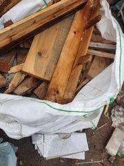 Holz zum Verbrennen abzugeben